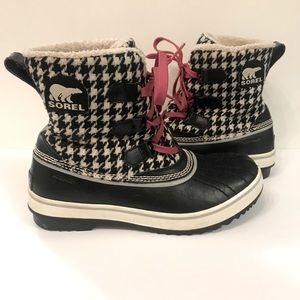 Sorel Tivoli Houndstooth Black & White Snow Boots